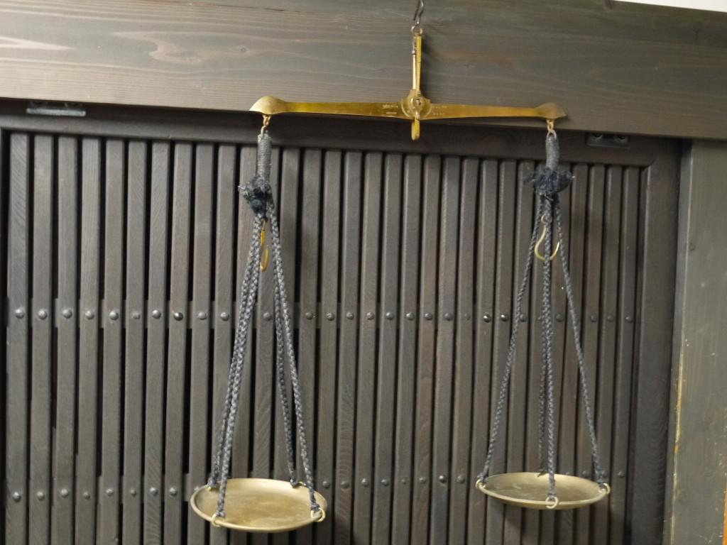 昭和 レトロ 重厚 真鍮 吊り量り 下箱入り はかり 1018