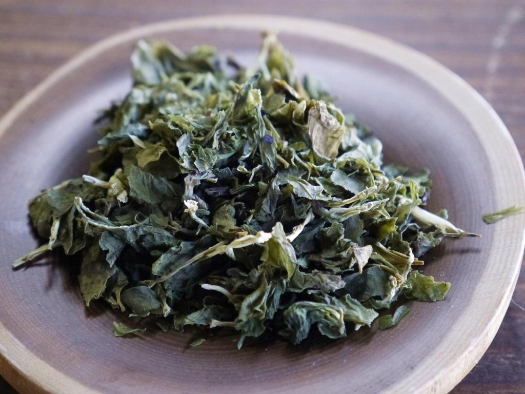 うこぎ新芽茶葉(30gブリキ缶入り)